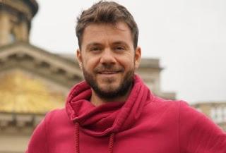 Ένα παραμυθένιο «Happy Traveller» στα παλάτια της Αγίας Πετρούπολης (trailer)