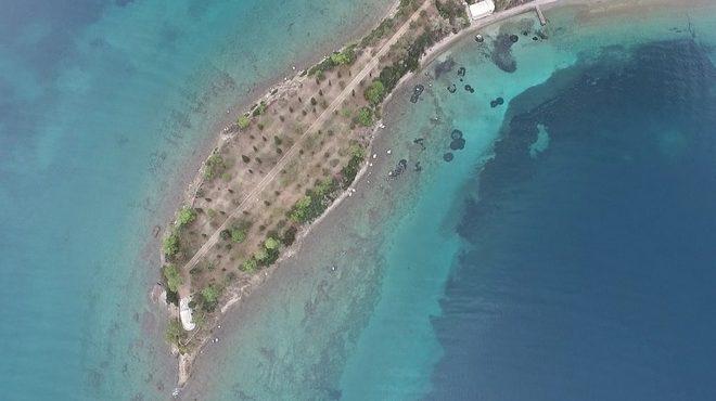 Τα παραδεισένια δίδυμα νησάκια που βυθίζονται, μία ώρα από την Αθήνα