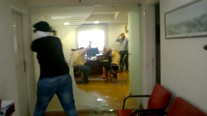 Συνελήφθη μέλος του Ρουβίκωνα για την εισβολή στο συμβολαιογραφείο