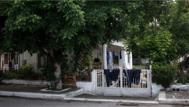 Δολοφονία στα Τρίκαλα: «Την είχα κρύψει στην μπανιέρα μου», αποκαλύπτει γειτόνισσά της