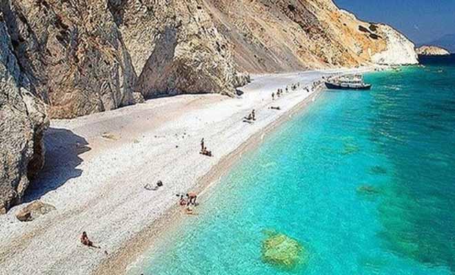 ΚΛΑΙΜΕ ΑΠΟ ΤΑ ΓΕΛΙΑ – Η ταμπέλα σε ελληνική παραλία που κάνει θραύση στο διαδίκτυο! [Εικόνα]