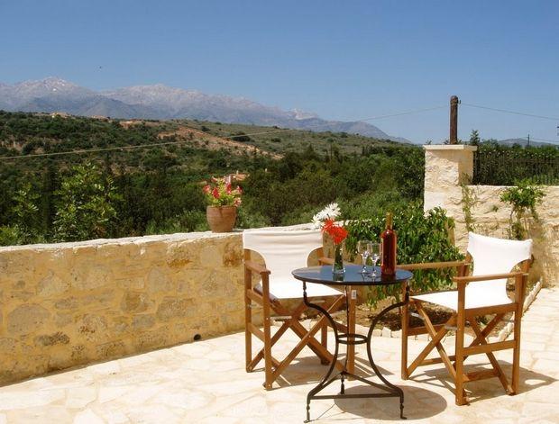 Κρήτη: Φτιάχνουν τα σπίτια στα χωριά για να τα νοικιάζουν μέσω airbnb