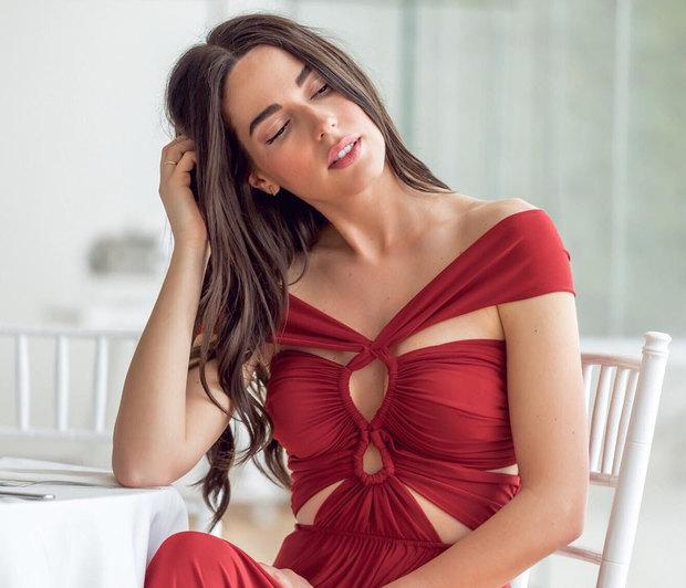 H Iσμήνη Νταφοπούλου μας δείχνει πώς πρέπει να φορέσουμε το πιο hot print του φετινού καλοκαιριού