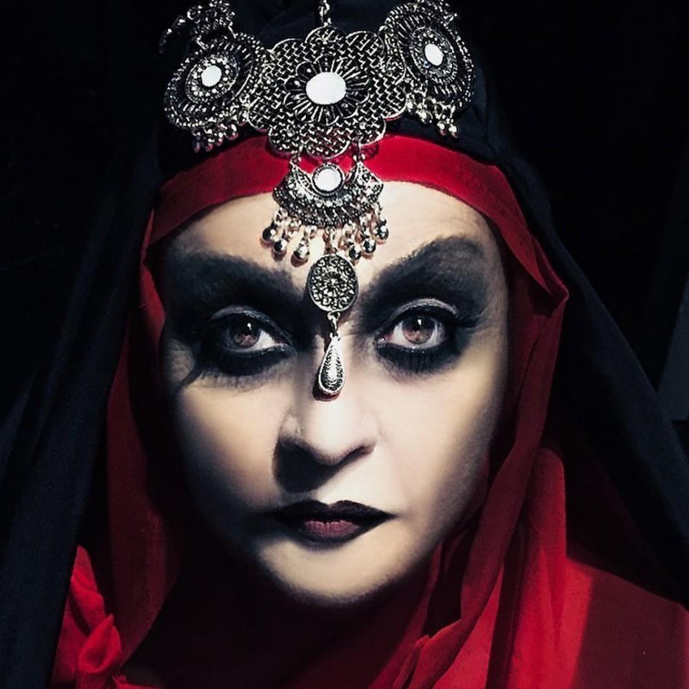 Η θεαματική μεταμόρφωση της Μίρκας Παπακωνσταντίνου για τις «Μάγισσες της Σμύρνης» θα σας αφήσει με το στόμα ανοιχτό
