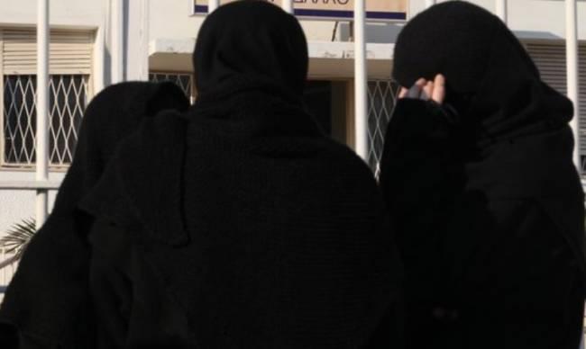 Γυναίκες παρίσταναν τις καλόγριες στη Ρόδο