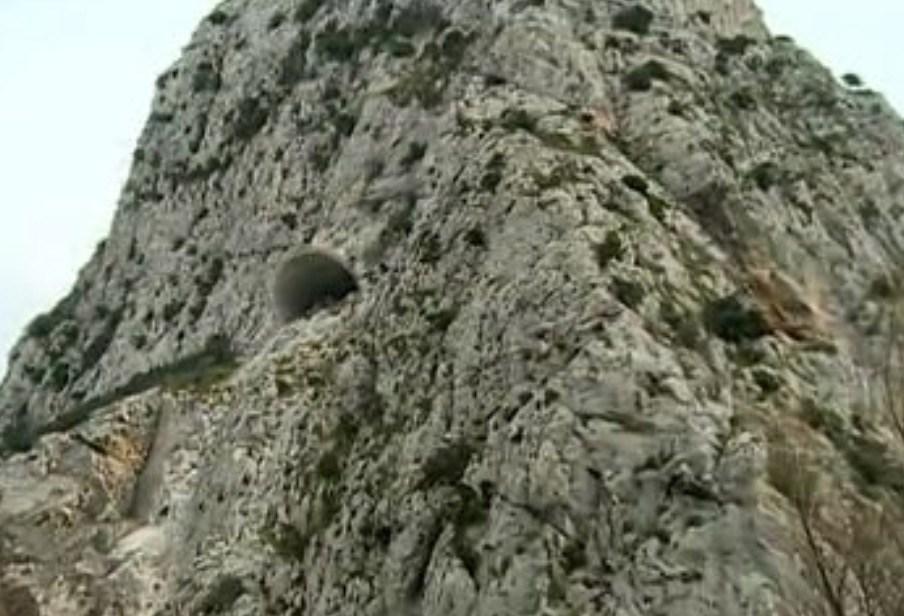 Σκάνδαλο με τούνελ που κόστισε 44 εκ. και βγάζει σε φαράγγι στη μέση του πουθενά στην Κροατία
