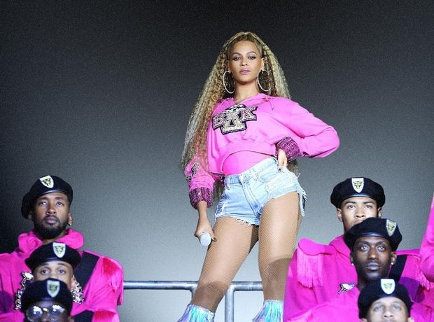 H Beyonce μετέτρεψε τη συναυλία της στο Παρίσι σε couture fashion show