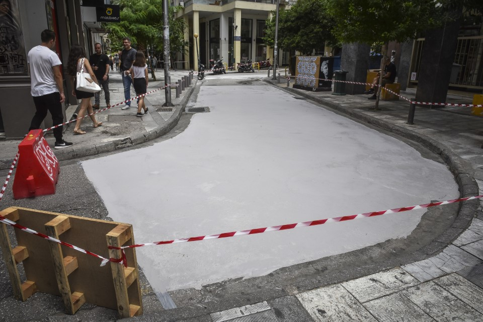 Αθήνα: Φτιάχτηκε ο πρώτος «λευκός» δρόμος που μειώνει τις θερμοκρασίες του καλοκαιριού