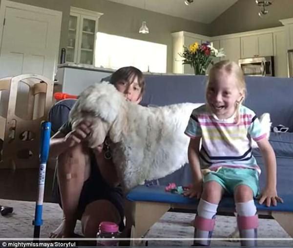 4χρονη με εγκεφαλική παράλυση περπατάει για πρώτη φορά μόνη της