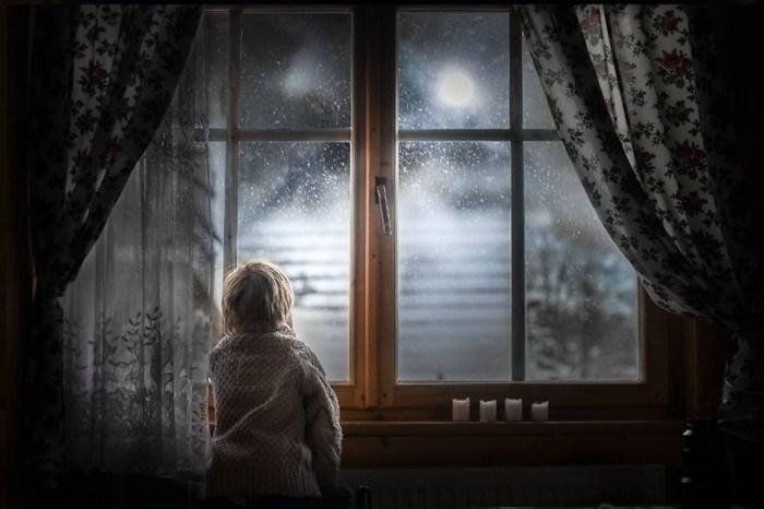 Μητέρα φωτογράφος αποτυπώνει τα παιδιά της σε συγκινητικές, μαγικές στιγμές!