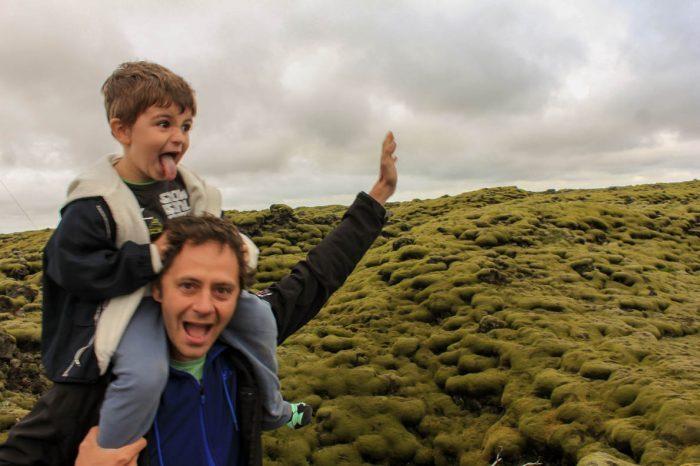 O περήφανος Έλληνας μπαμπάς που θέλει να γυρίσει όλο τον κόσμο με τον γιο του.