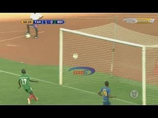 Απαράδεκτοι ποδοσφαιριστής, διαιτητής και τηλεσχολιαστής!
