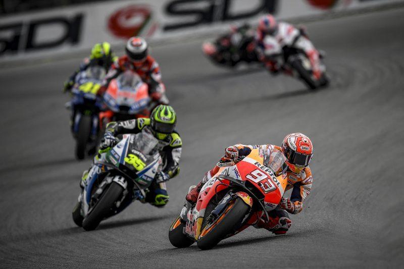 Ο Marc Marquez γιορτάζει το 100ο του MotoGP στο βάθρο του Brno. Στην 8η θέση ο Pedrosa