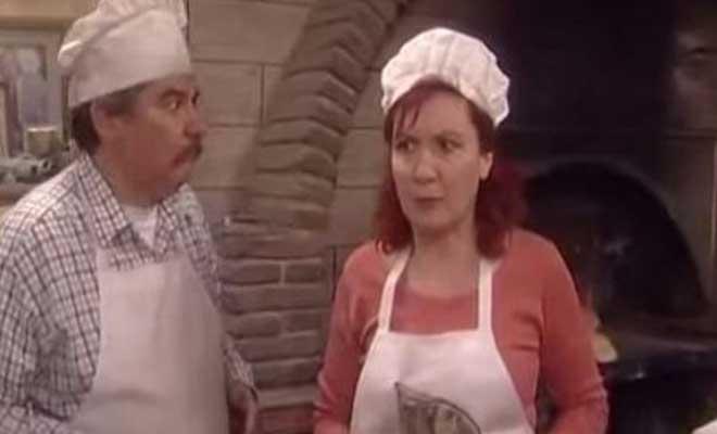Δείτε την «Κανέλα» από το «Καφέ της Χαράς» με Μπικίνι δίπλα στον Σύζυγό της! – Προσέξτε Το Πόδι της!
