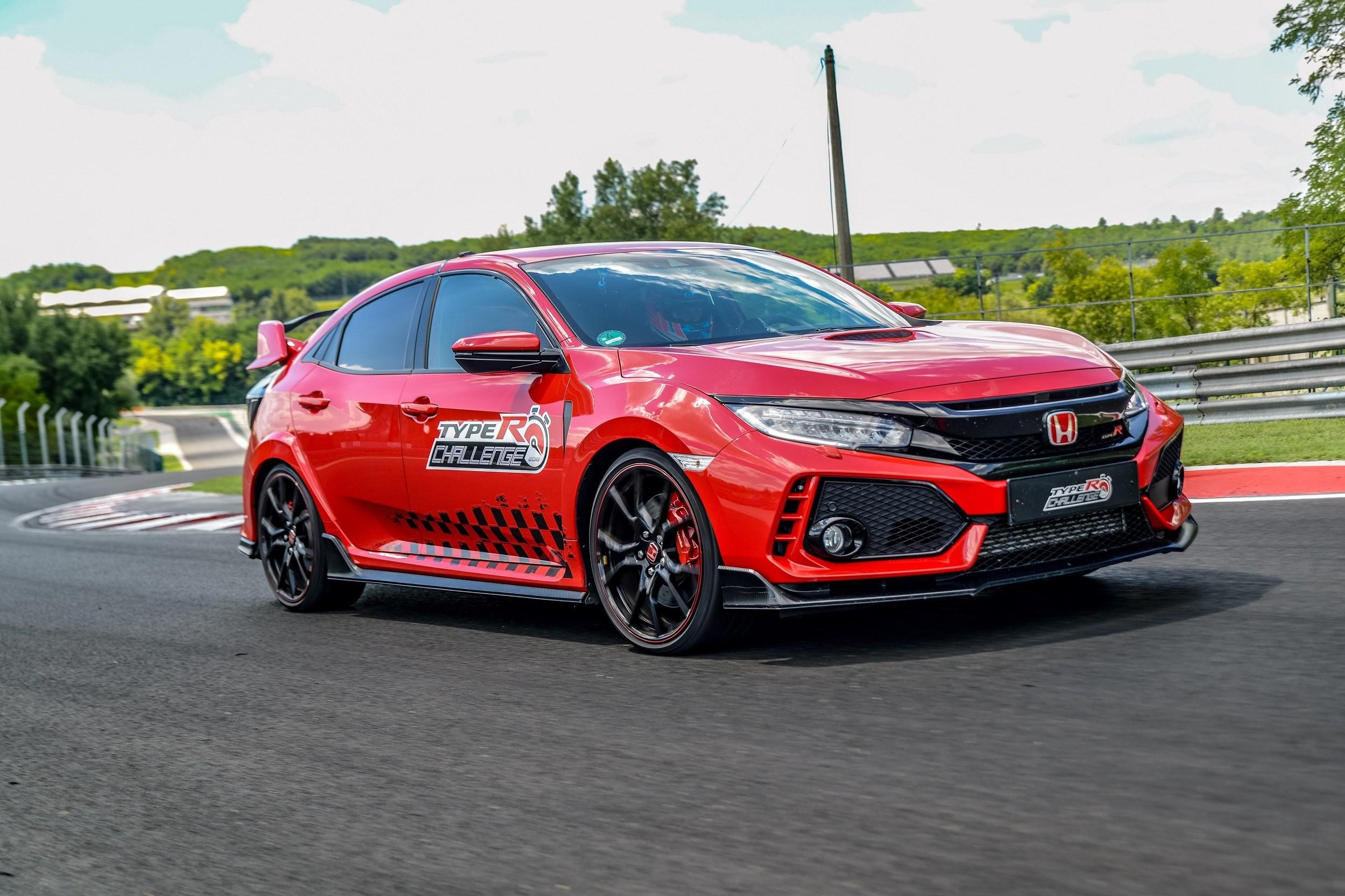 Στην πίστα του Hungaroring ο Jenson Button με το Civic Type-R Challenge 2018