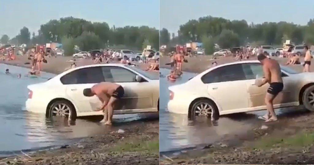 Πλένει το αυτοκίνητό του με ανοιχτή την μηχανή ενώ ο κόσμος κάνει μπάνιο