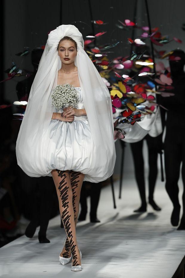 Η απόλυτη έκφραση της δημιουργίας στο fashion show του Moschino