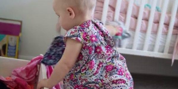 Απίθανο βίντεο: Όταν ένα μωρό βοηθά μια μαμά στο σπίτι