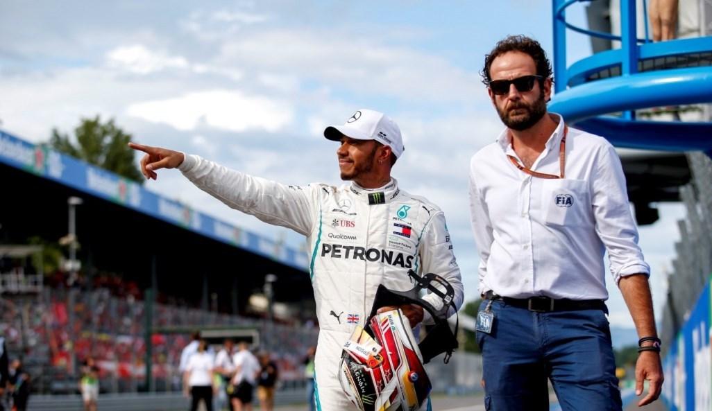 Πώς ο Hamilton πήρε τη νίκη από τη Ferrari μέσα στην έδρα της