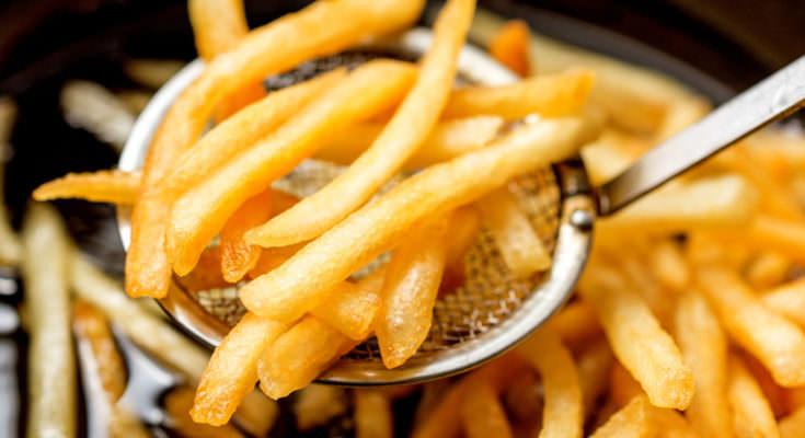 Νάξος: Πάει για ρεκόρ Γκίνες ετοιμάζοντας τη μεγαλύτερη μερίδα τηγανητές πατάτες