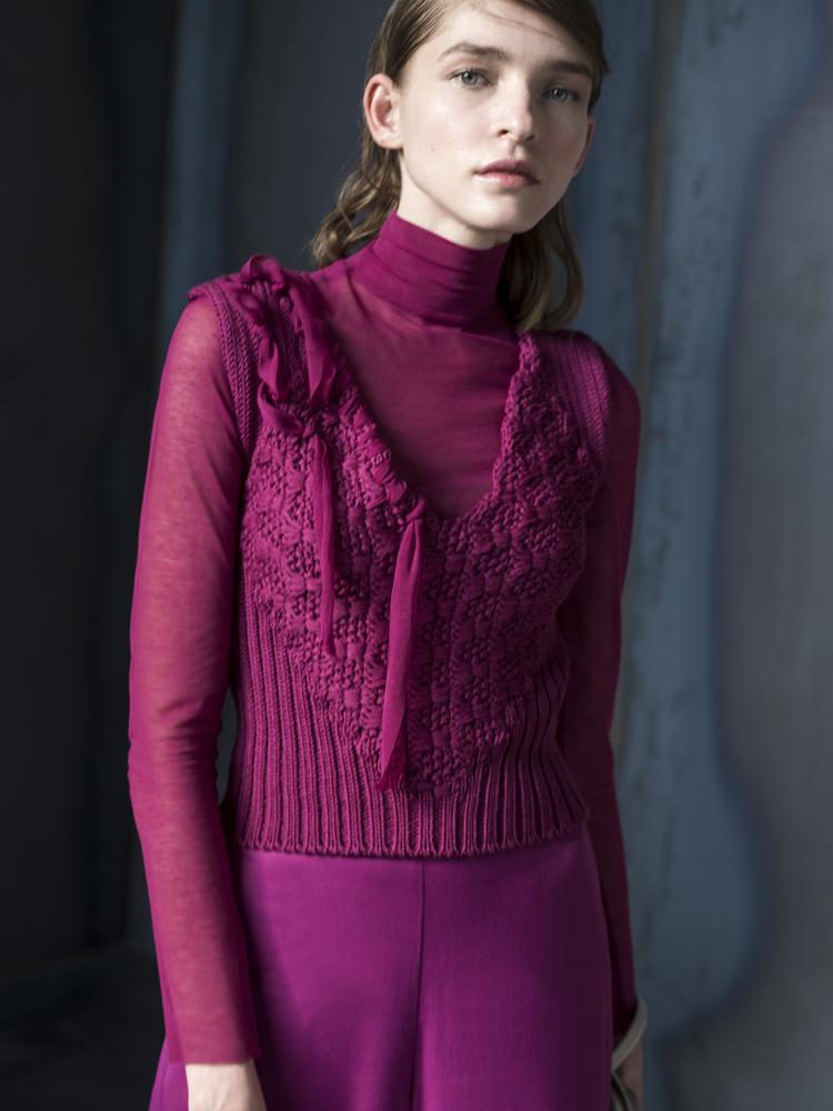 H νέα συλλογή ρούχων της Ιωάννας Κουρμπέλα «ρίχνει τα βέλη της» στην καρδιά της μόδας