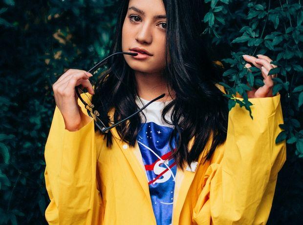 Raincoats: 5 πανωφόρια για να είσαι στιλάτη και προστατευμένη από τη βροχή και τον άνεμο