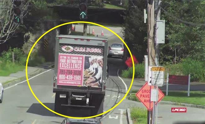Ένα απλό λάθος διέλυσε αυτό το φορτηγό στη μέση του δρόμου [Βίντεο]