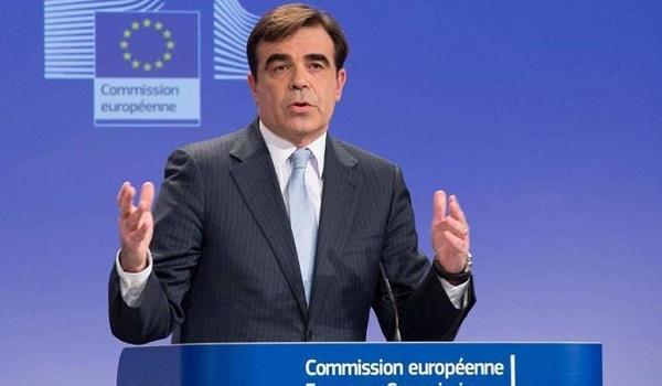 Κομισιόν για εξαγγελίες Τσίπρα: Οι δεσμεύσεις που έχουν αναληφθεί πρέπει να τηρούνται