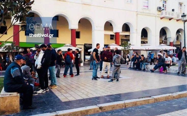 Παραμένουν κάποιοι πρόσφυγες και μετανάστες στο κέντρο της Θεσσαλονίκης