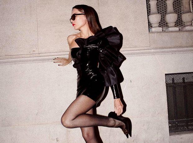 Οδηγός αγοράς: 5 μαύρα δερμάτινα φορέματα για κάθε σωματότυπο