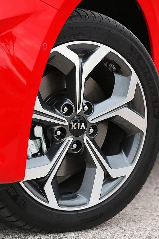 Επιθετικό και πιο σπορτίβικο το νέο Kia Ceed ανεβάζει τον πήχη στο C-segment