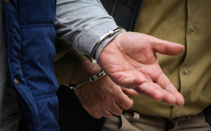 Συλλήψεις τριών ατόμων που μετέφεραν παράνομα μετανάστες στην Εγνατία Οδό