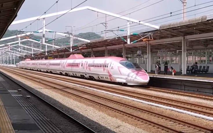 Το τρένο-σφαίρα που μοιάζει με… μουσείο της Hello Kitty