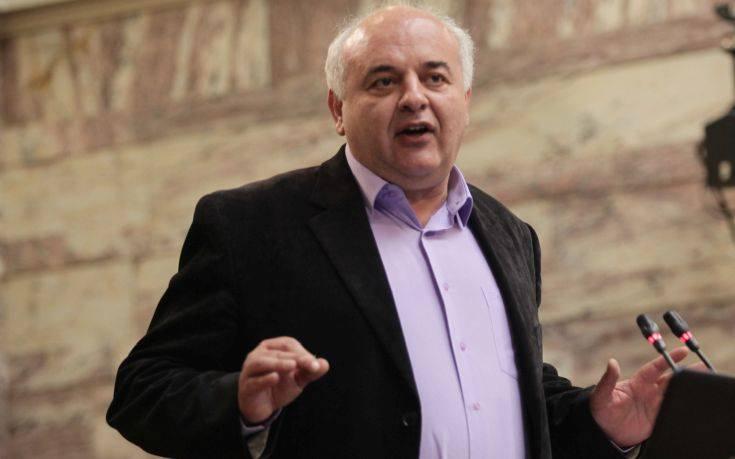 Καραθανασόπουλος: Απαράδεκτο να αντιμετωπίζεται στο πόδι το θέμα της αιγιαλίτιδας ζώνης
