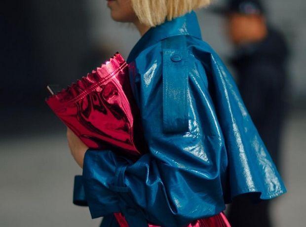 Η επιστροφή του vinyl και πώς θα τη φορέσεις φέτος