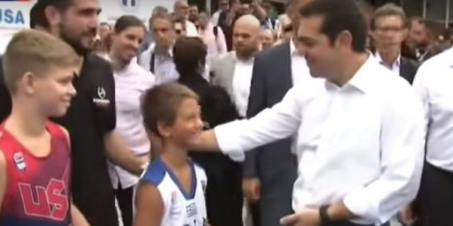 Τσίπρας σε πιτσιρικά: «Είσαι Ολυμπιακός στη Θεσσαλονίκη ρε;»