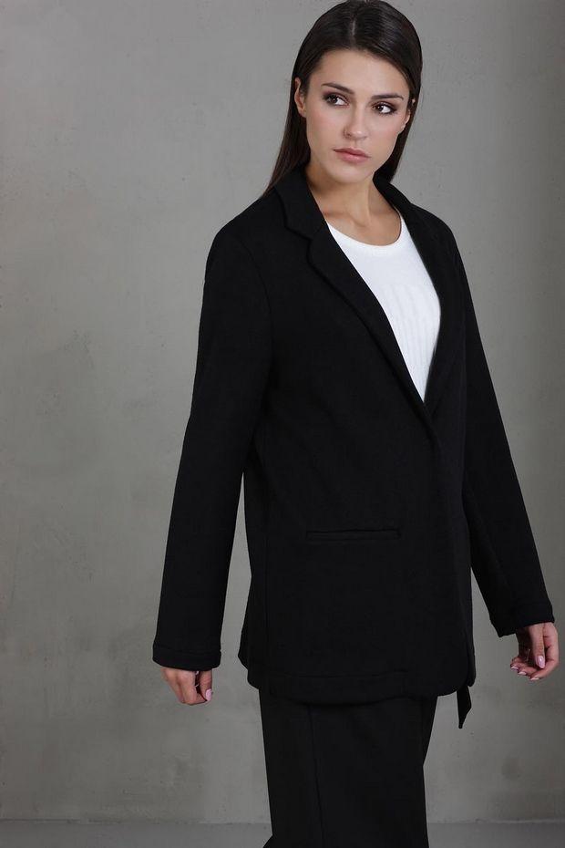 3 outfits που θα φορέσεις με το μαύρο σακάκι σου όλο το χειμώνα
