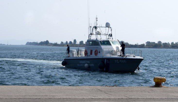 Στο λιμάνι του Γυθείου το φορτηγό πλοίο που είχε πιάσει φωτιά