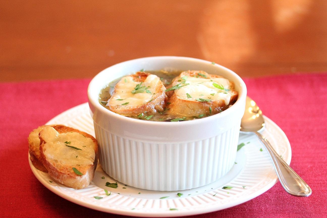 Συνταγή στα γρήγορα….καιρός για… Κρεμμυδόσουπα!