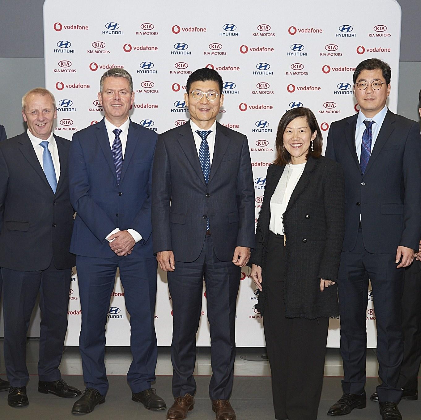 Στρατηγική συνεργασία Hyundai και Kia με τη Vodafone