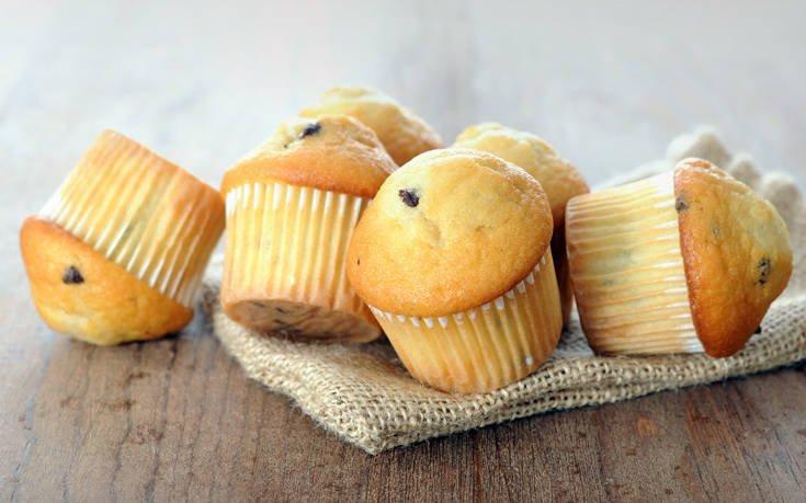 Μίνι muffins με κομματάκια σοκολάτας