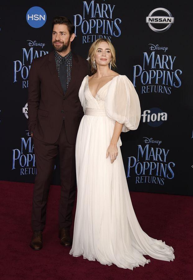 Το λευκό φόρεμα της Emily Blunt θα μπορούσε να είναι το νυφικό σου