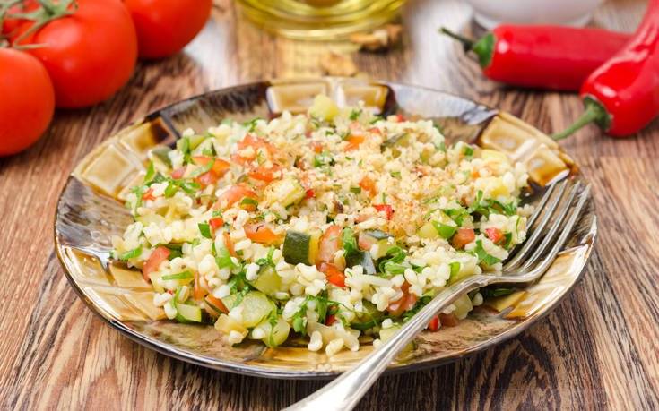 Σαλάτα με πλιγούρι και κολοκυθάκια