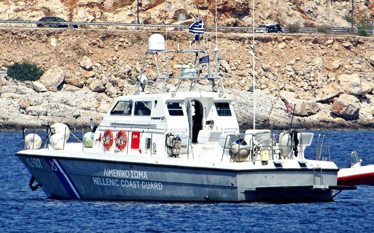 Αποκολλήθηκε μετά από 16 μέρες το πλοίο που είχε προσαράξει στη Σαντορίνη