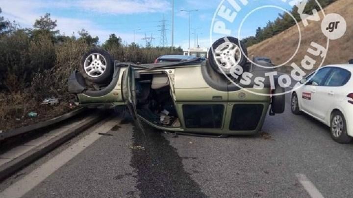 Ανατροπή αυτοκινήτου στον Περιφερειακό Θεσσαλονίκης