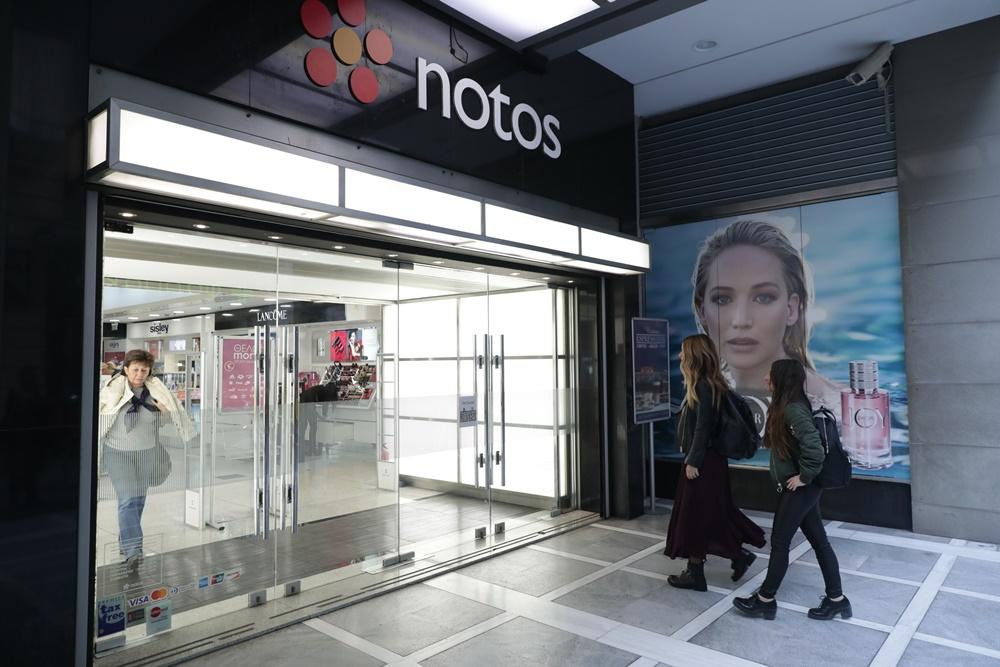 notos Challenge: Δύο φίλες, ένα πολυκατάστημα και άπειρες ώρες winter shopping