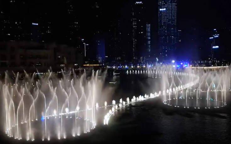 Το σιντριβάνι του Ντουμπάι σε ρυθμούς Μάικλ Τζάκσον