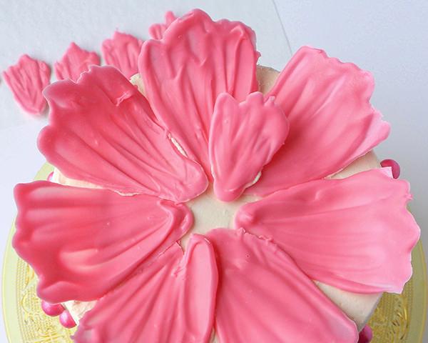 Φτιάξε μόνη σου, εύκολα και γρήγορα, τέλεια λουλούδια για τούρτες