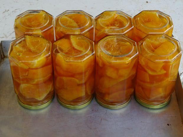 Γλυκό του κουταλιού πορτοκάλι ολόκληρο