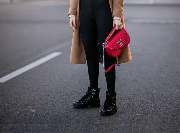 e088b8c97c0 ... φόρεμα · Οδηγός αγοράς: 6 μαύρα μποτάκια που θα ταιριάξουν με κάθε σου  outfit